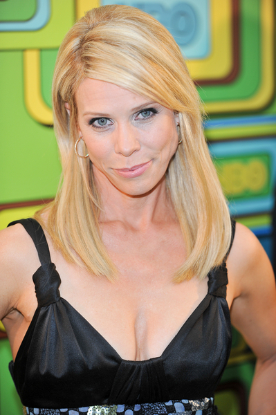 Cheryl Hines&#039; sexy, blonde hairstyle
