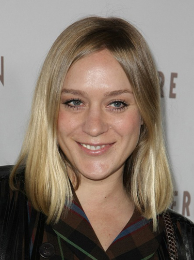 Chloe Sevigny&#039;s blonde, shoulder-length hairstyle