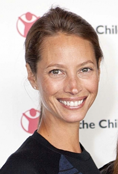 Christy Turlington Burns' brunette bun