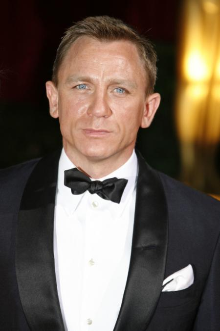 Daniel Craig looks very James Bond in his tux