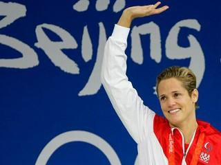 Dara Torres Waves to the Crowd