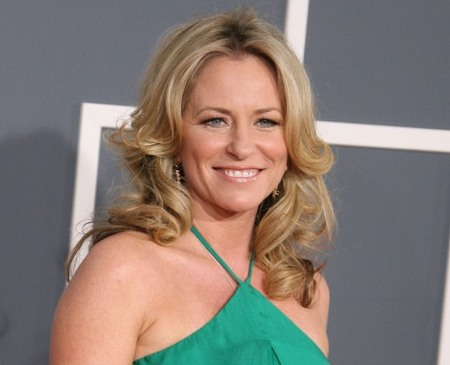 Deana Carter flows with elegance