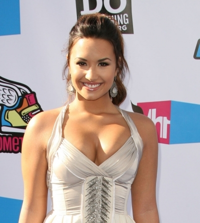 Demi Lovato Chic Ponytail