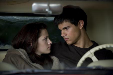 Bella Swan (Kristen Stewart) and Jacob Black (Taylor Lautner)