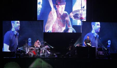 DJ AM and Travis Barker in concert