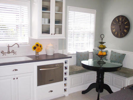 Dealing With Built In Kitchens For Small Spaces Comfortable And Practical Family Kitchen Designs Eat In Nook
