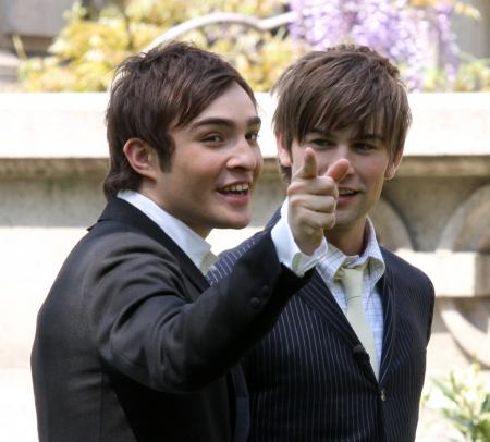 Chase Crawford smirks while Ed Westwick points in Gossip Girls