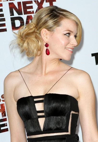 Elizabeth Banks On the Side Bun