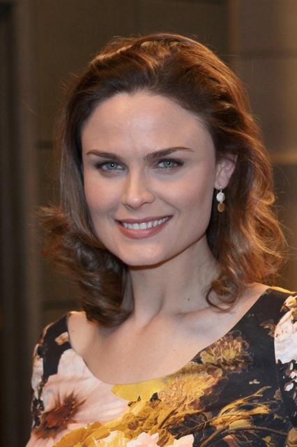 Emily Deschanel's layered shoulder length hairstyle