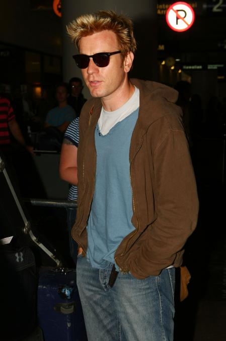 Ewan McGregor tries to blend in with sunglasses
