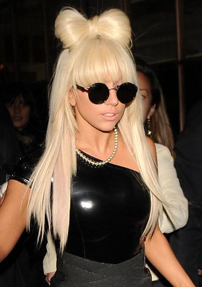 Lady Gaga: hair bow