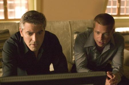 George Clooney and Brad Pitt in front of a television in Ocean's Thirteen