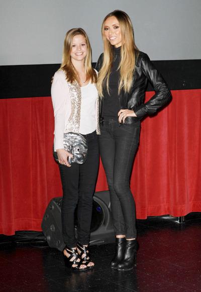 Giuliana Rancic poses with Dina De Laurentiis