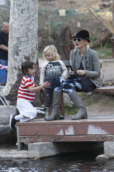 Gwen Stefani spends quality time with her family at Troutdale ponds