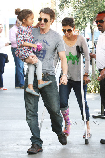 Halle Berry, her daughter, and Olivier Martinez head to lunch