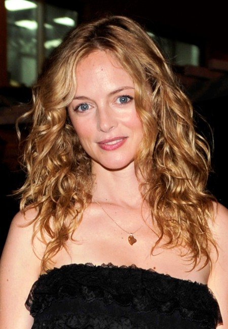 Heather Graham's wavy hairstyle
