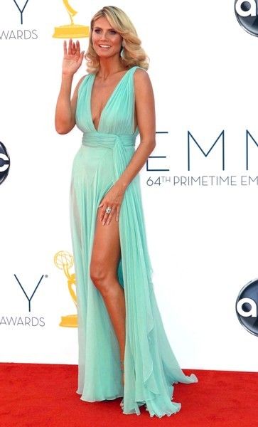 Heidi Klum posing for photographers at the Emmys.