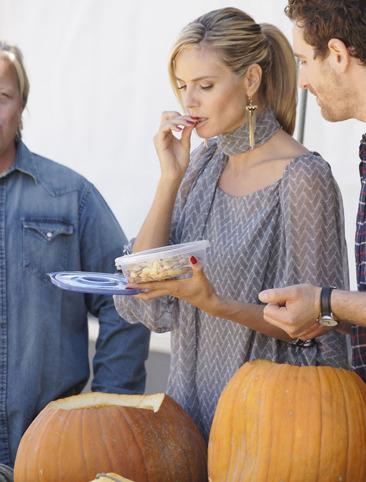 Heidi Klum snacks on pumpkin seeds