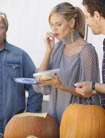 Heidi Klum snacks on pumpkin seeds