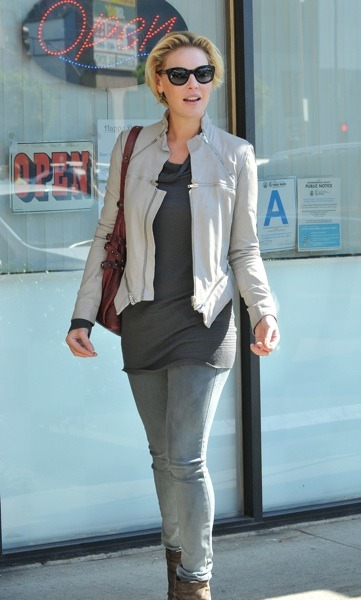 Katherine Heigl in tan biker jacket