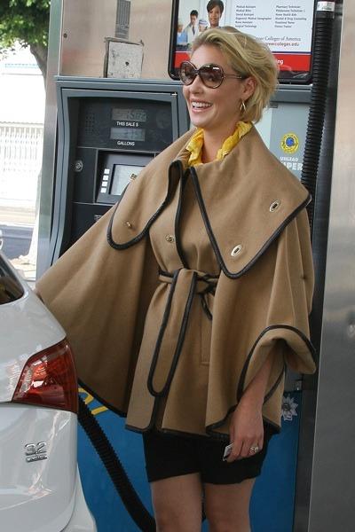 Katherine Heigl in biege cape