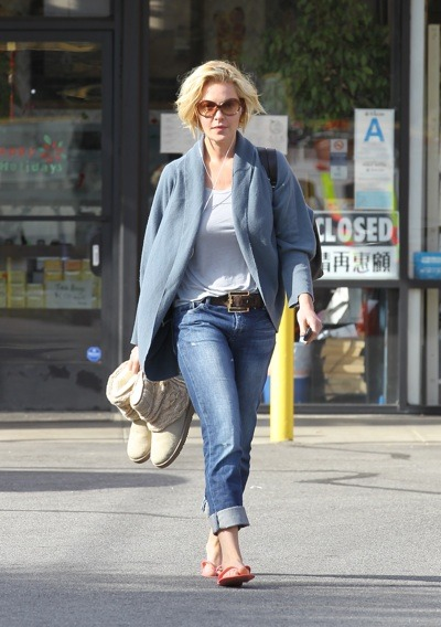 Katherine Heigl at nail appointment