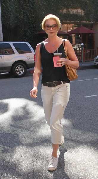 Katherine Heigl in capri pants