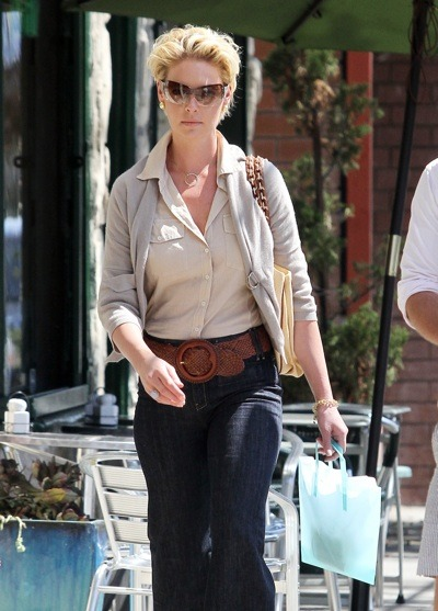 Katherine Heigl in taupe cardigan
