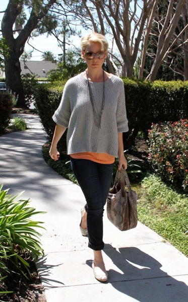 Katherine Heigl in boxy grey sweater
