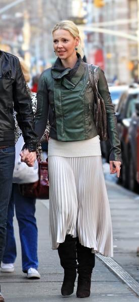 Katherine Heigl in pleated skirt