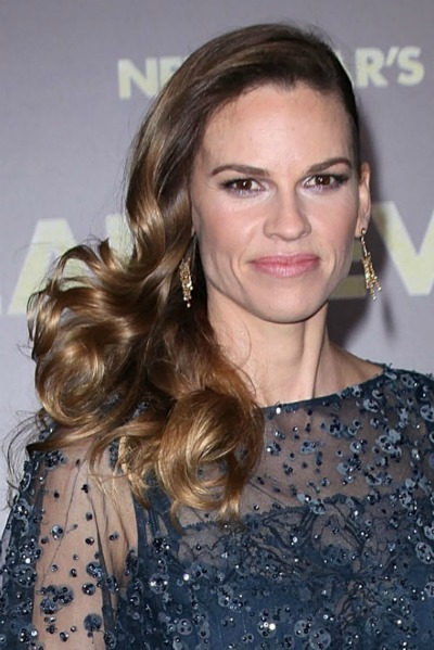 Hilary Swank's side parted curls for long faces
