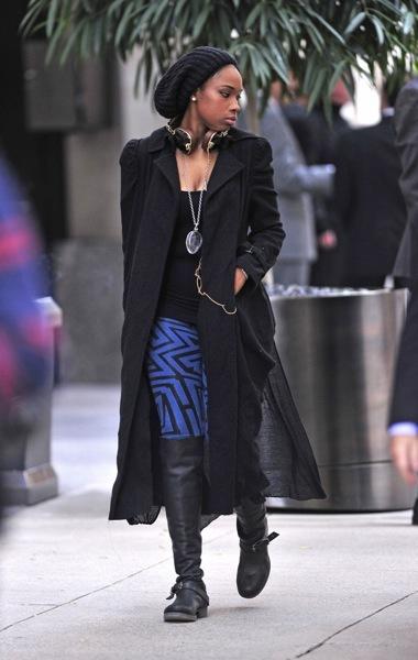Jennifer Hudson in blue leggings