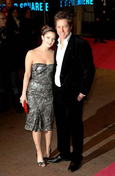 Hugh Grant and Drew barrymore pose the the world premiere of their movie 'Music and Lyrics.'