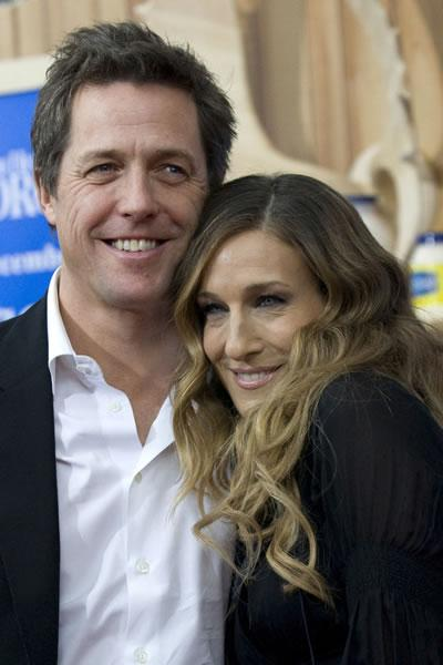 Hugh Grant greets Sarah Jessica Parker at the NY premiere of their film &#039;Did You Hear About the Morgans?&#039;