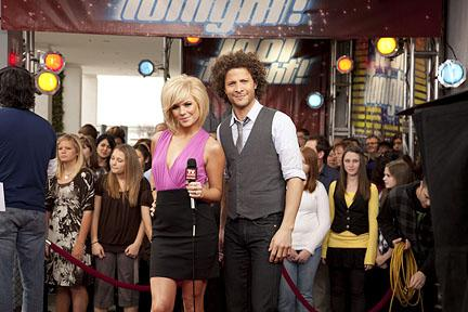Hosts of Idol Tonight