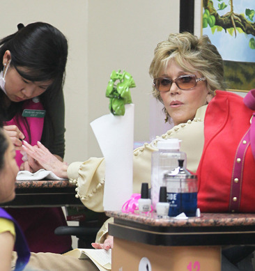 Jane Fonda gets pampered