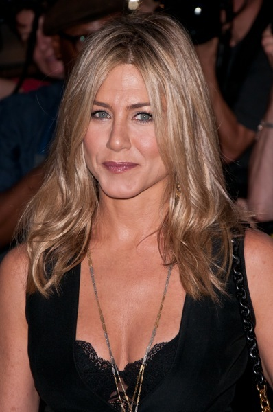 Jennifer Aniston with sophisticated makeup