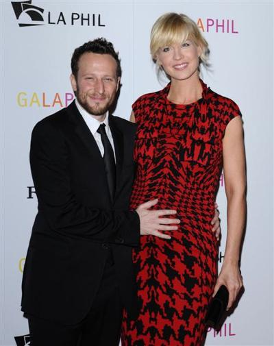 It&#039;s a Boy for Jenna Elfman!