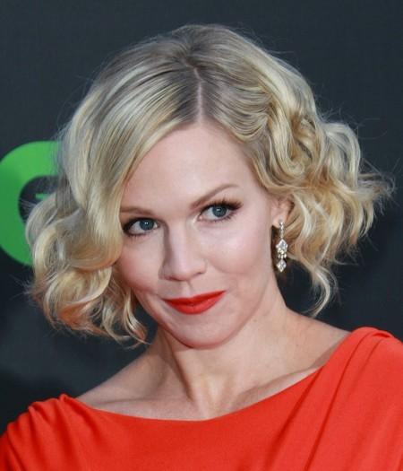 jennie garth short blonde hairstyle 2012
