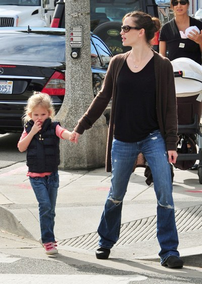 Jennifer Garner waits while Violet picks