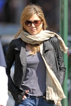 Jennifer Aniston taking a walk in Manhattan