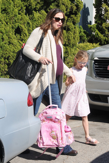 Jennifer Garner and her daughter Violet leave an art school