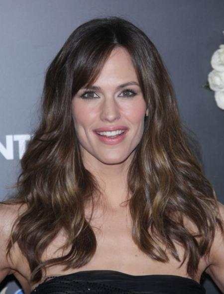 Jennifer Garner's simple sexy long hairstyle