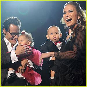 Jennifer Lopez with family.
