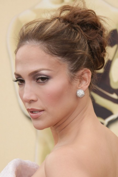 Jennifer Lopez Wears an Easy and Elegant 'do