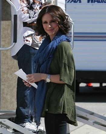 Jennifer Love Hewitt on set