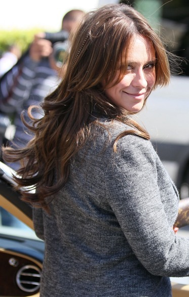 Jennifer Love Hewitt's long, curly hairstyle