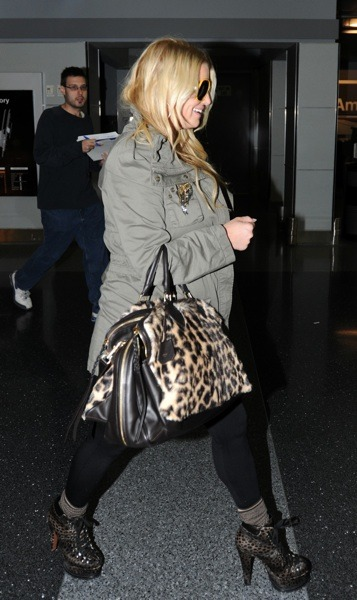 Jessica Simpson with animal print tote