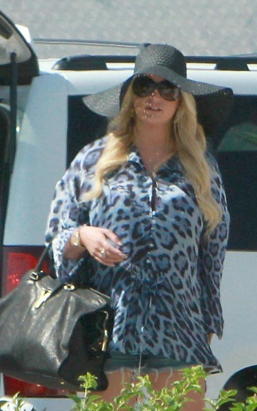 Jessica Simpson is ready for the beach