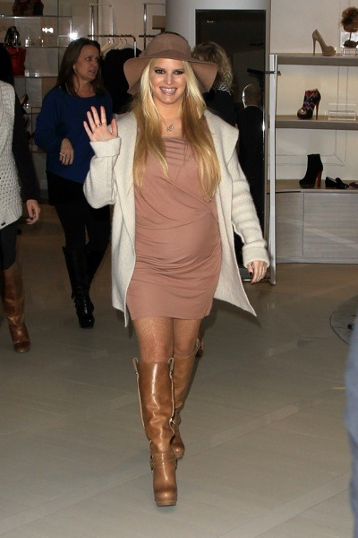 Jessica Simpson in floppy hat